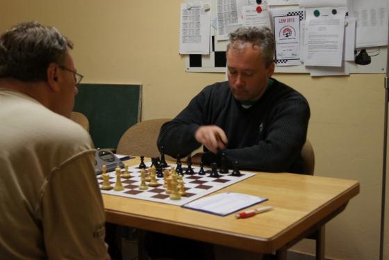 Reinhard Paul (l.) im Vorrunden-Match gegen Joachim Rein